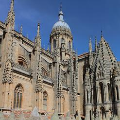 Old Cathedral (Catedral Vieja) and the New Cathedral (Catedral Nueva)