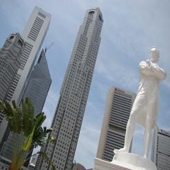 Raffles Statue