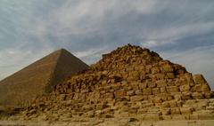 Queens' Pyramids and Nobles' Tombs